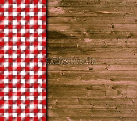 holz hintergrund und tischdecke mit rot