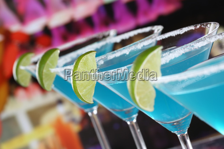 blue curacao cocktails in martini glaesern