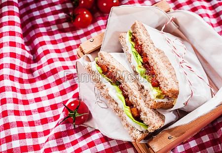 koestliche herzhaften salat sandwiches