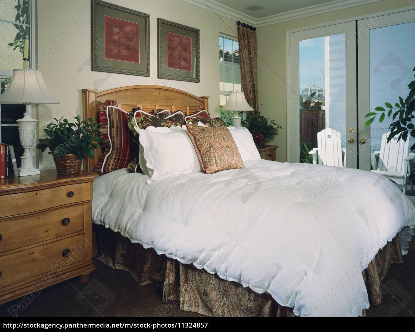 Lizenzfreies Bild 11324857 - traditionelle gemütliches schlafzimmer