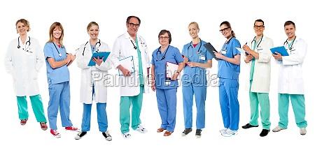 gruppe von medizinischen experten zu ihren