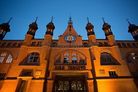 historischer alter markt von gdansk nachts