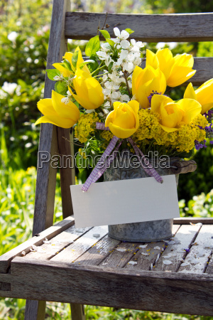 tulip bunch bouquet yellow spring vase