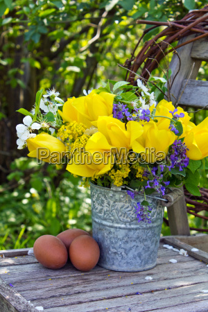 egg tulip bunch bouquet yellow spring