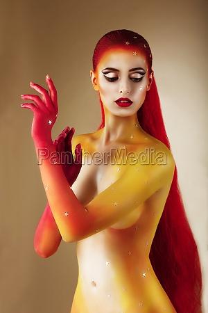 gesichts kunst koerperfarbe trendy woman with