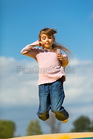 jumping maedchen