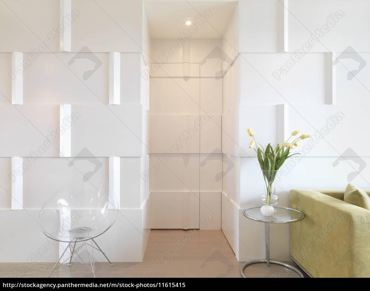modernes interieur mit tür getarnt mit wand - Stockfoto - #11615415 ...