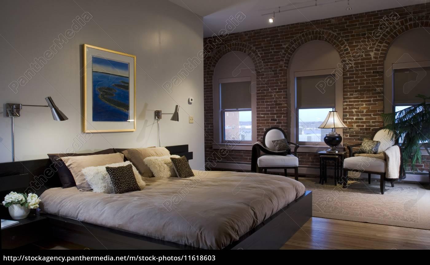 Lizenzfreies Bild 11618603 - plattform bett im modernen schlafzimmer