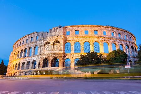 das roemische amphitheater von pula kroatien