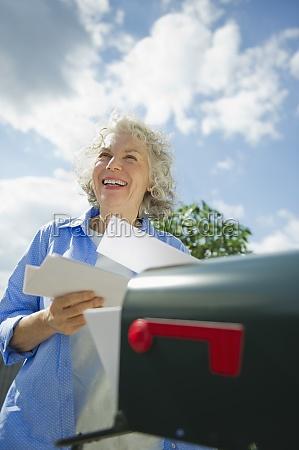 mujer risilla sonrisas femenino nube eeuu
