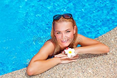 weibliche geniessen sommerurlaub