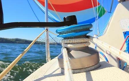 der wind hat bunt gefuelltspinnaker segel