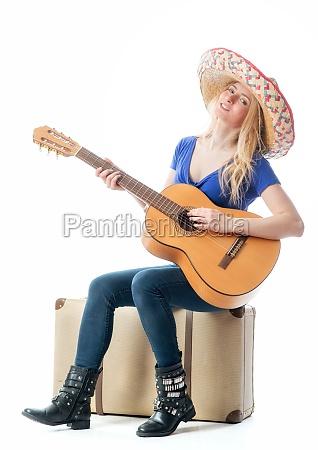 blondes, mädchen, mit, koffer, und, gitarre - 11816835