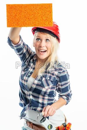 weiblicher, handwerker, mit, schwamm, als, werbefläche - 11820841