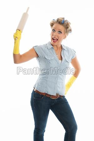 hausfrau mit nudelholz