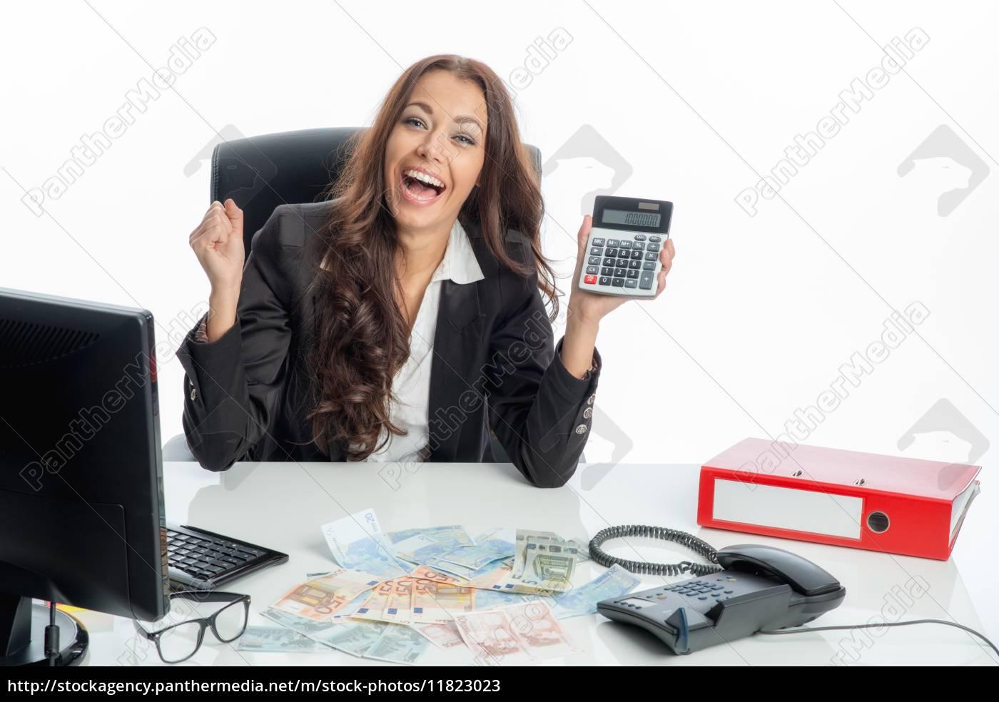 geschäftsfrau, mit, taschenrechner - 11823023