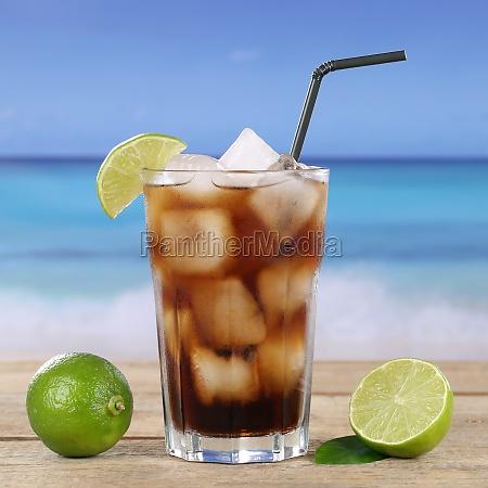 cola oder cuba libre cocktail getraenk