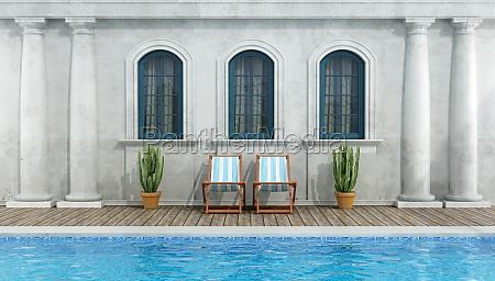 altes klassisches haus mit swimmingpool