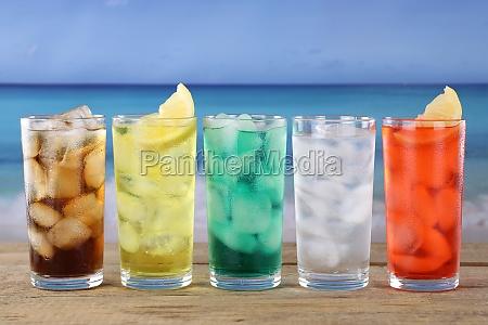 cola und limonade getraenke am strand