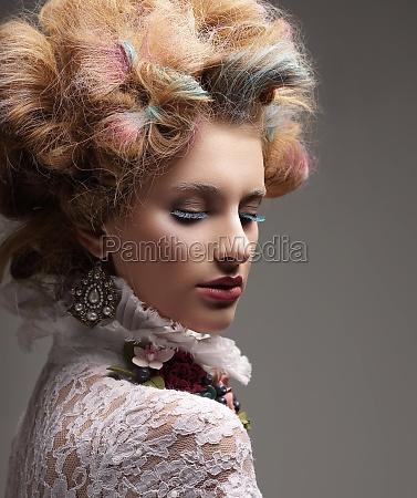 inspiration model mit bunten gefaerbtes haar