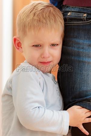 kindheit portrait der ungluecklichen jungen kind