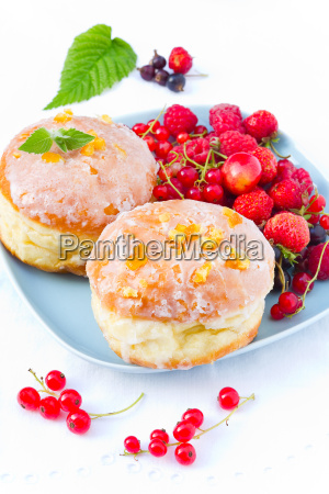 donuts with berries