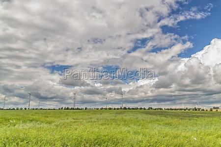 windrad windraeder wolken wiese deutschland himmel