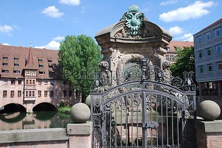 nuremberg heiliggeistspital museumsbruecke pegnitz