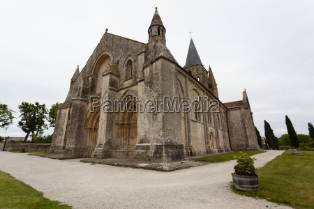 full side view of aulnay