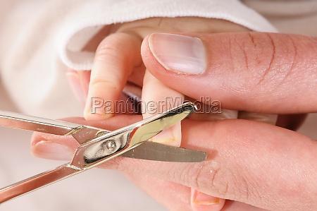 baby fingernaegel schneiden