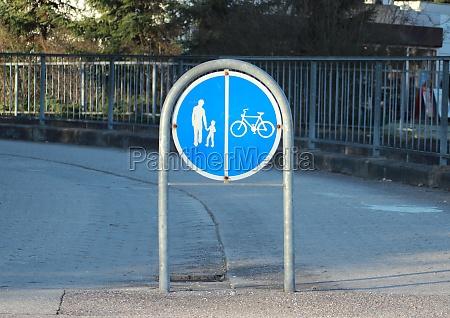 zeichen fuer separate promenade und bike