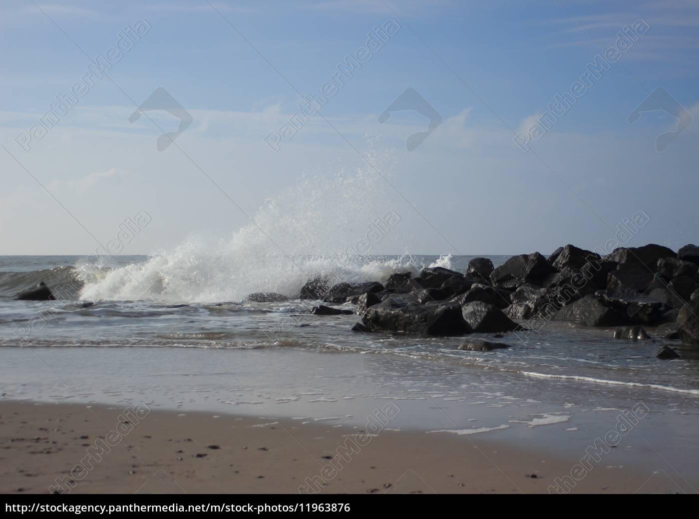 beach, at, ocean, with, breaking, waves - 11963876