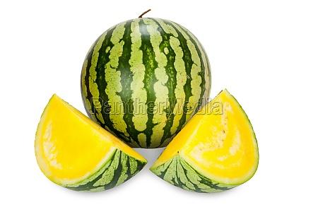 wassermelone mit gelben fruchtfleisch isoliert