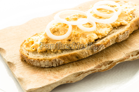 bread with obadzda and onions