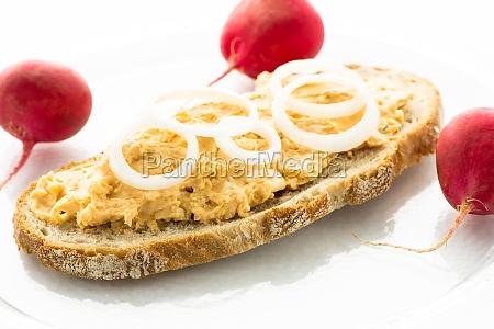 bread with obatzter and radische