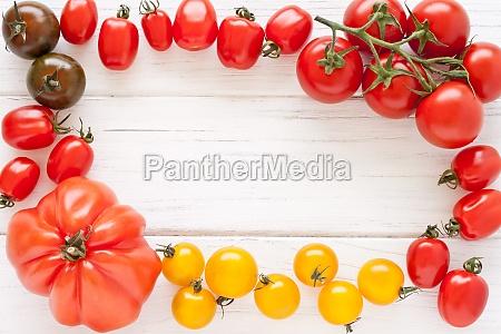 rahmen aus bunten tomaten