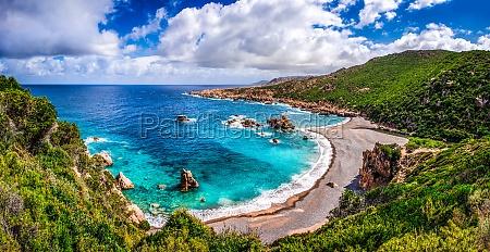 schoene ozean kueste in costa paradisosardinien