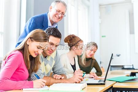 studentenbefragen professor in the university lecture