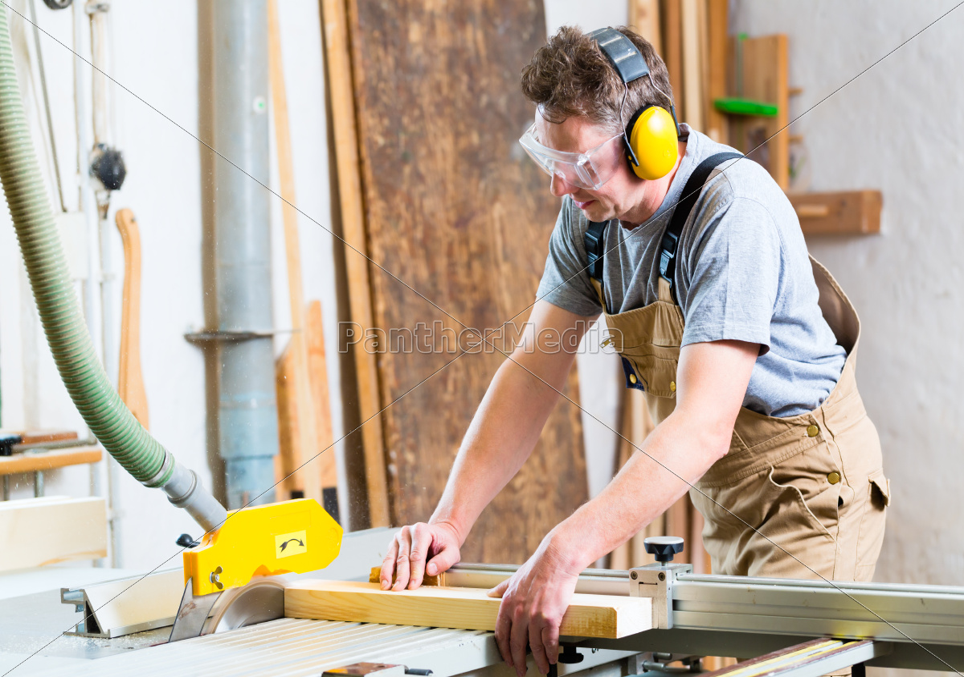 Schreiner Tischler tischler oder schreiner beim sä in tischlerei lizenzfreies bild