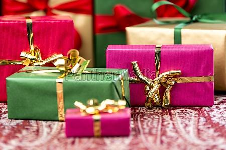 sieben unichrom geschenke mit boegen