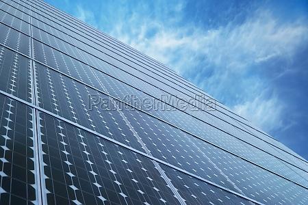 solar panels mit blauem himmel