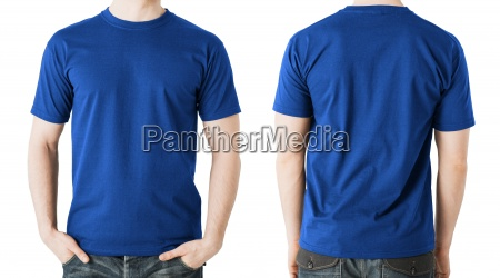 mann in leeren blauen t shirt