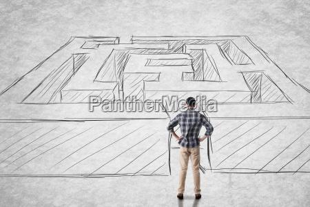 mann mit labyrinth