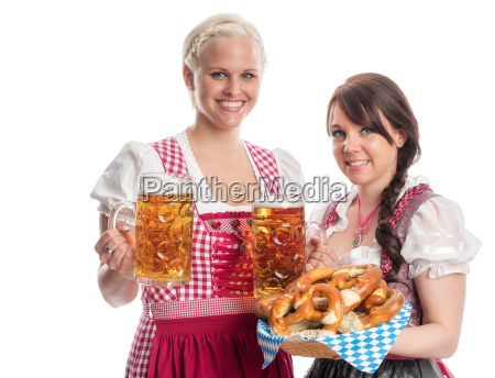 2 bayrinnen with beer and pretzels