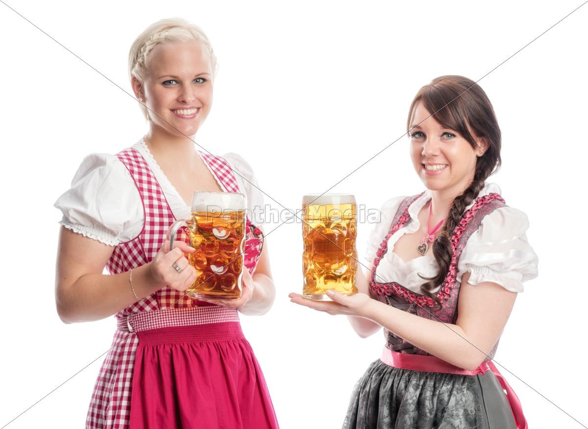 zwei, bayrinnen, halten, bierkrüge - 12210438