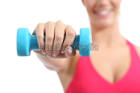 anhebende gewichte der eignungssportlerin die aerob