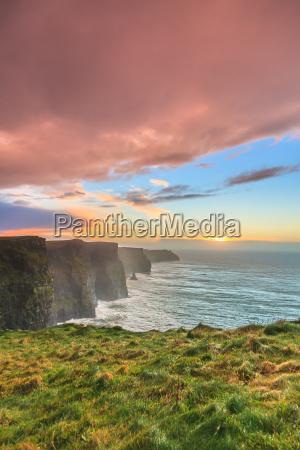 cliffs of moher bei sonnenuntergang in