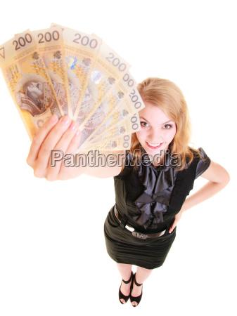 geschaeftsfrau die polnische waehrung banknoten geld
