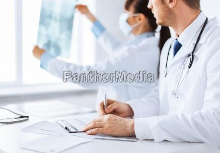 arzt und krankenschwester erforschung roentgen