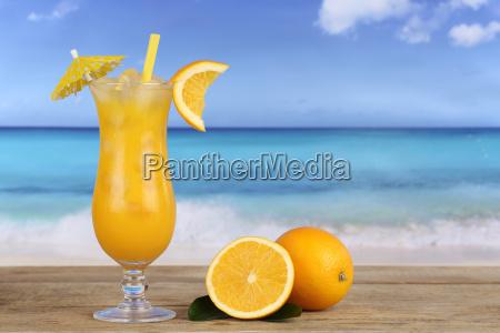 orangen fruechte cocktail saft am strand